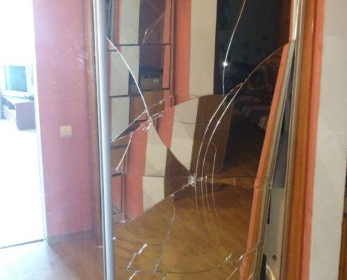 Замена зеркала в двери шкафа купе