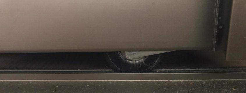 замена направляющей рельсы шкафа купе